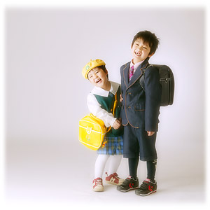 ゆうくんお兄ちゃんとかいくんの入学、入園の記念写真
