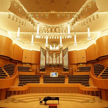 札幌コンサートホールへ
