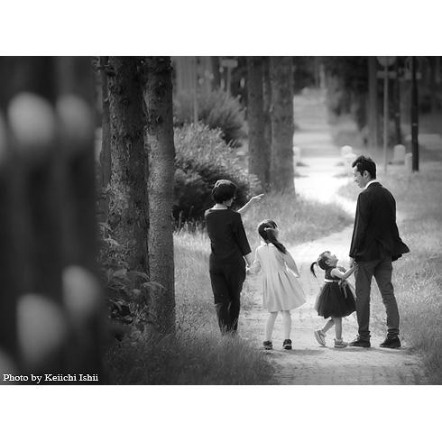 街頭の家族写真